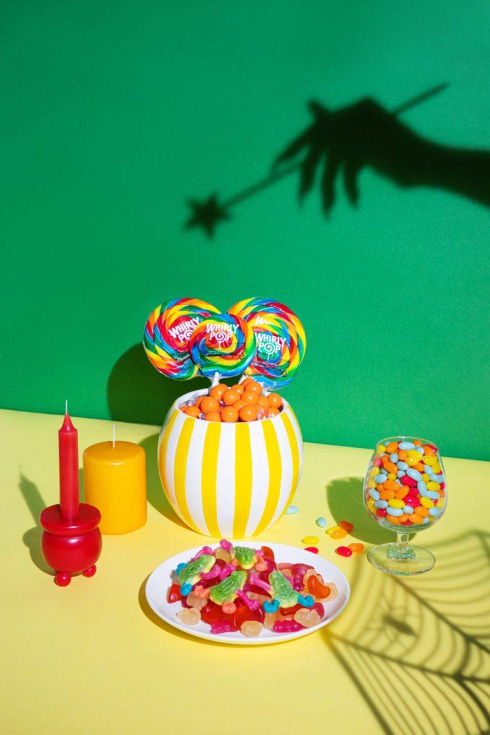 (오른쪽부터) 위니비니 사우어젤리빈, 휘리팝, 오렌지샤베트몰트볼, 슈가프리펫믹스구미, 엄마상어젤리, 제주미라클비타구미, 트로피컬개구리모양구미
